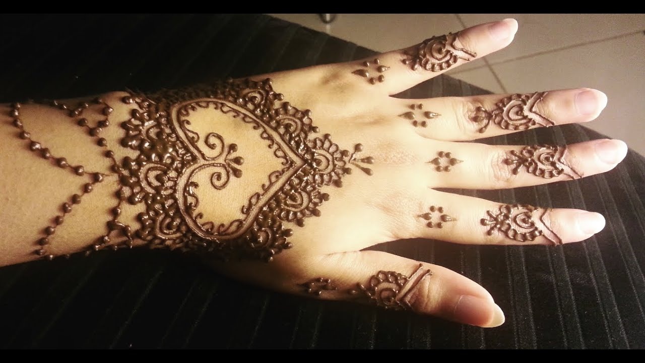 Pretty heart henna easy hearts shaped mehendi design for Heart henna tattoo