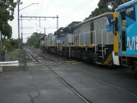 four T classes, three at the front, one at the rear pull out the Siemens set from the Sandringham Bendigo Bank. The &quot;undamaged&quot; 3 cars at the up end were shu...