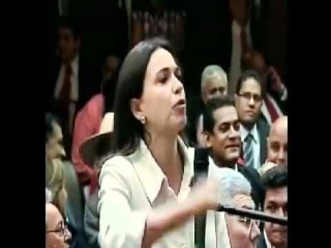 Maria Corina Machado se enfrenta a Hugo Chavez