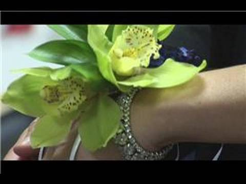Bridal Bouquet Ideas : How to Make Wrist Corsages