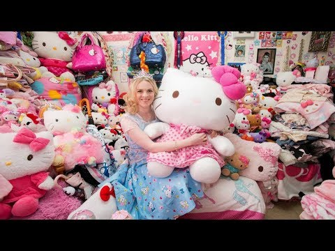 Hello Kitty Kingdom : 29 y.o woman spent over £50,000 on her Hello Kitty mad and still single