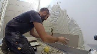 Xem bác thợ Tây ốp lát gạch nhà vệ sinh chuẩn đến từng milimet