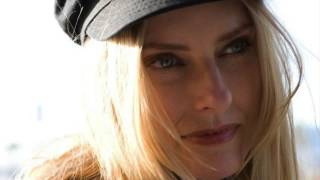 Watch Aimee Mann Say Anything video