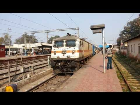 Sick Indian Peeing As Ajni Wap7 Honks Meoww And Starts With Chhatisgarh Express video
