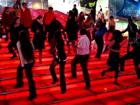 Dancing To Kolaveri Di In Times Square, Nyc 4.3gp video