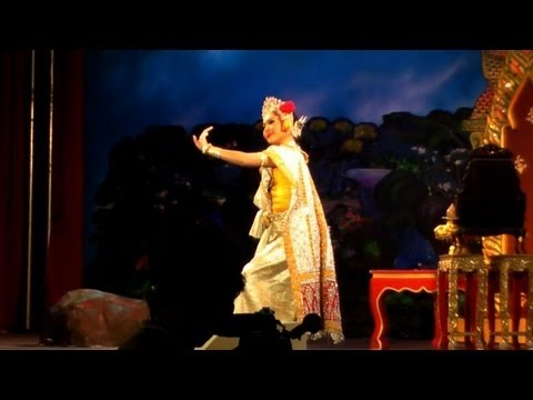 Thai Woman Dancing in a Theater Production | Bangkok, Thailand Dance