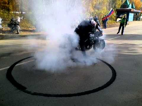 Yamaha FZX-750 Smile + Burnout