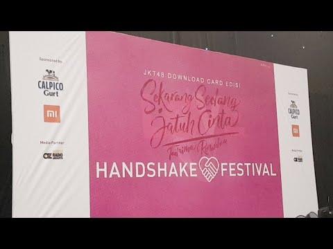 download lagu JKT48 Sekarang Sedang Jatuh Cinta Handshake Festival gratis