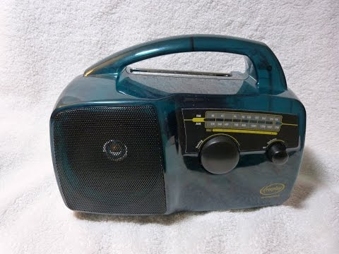 1996 Freeplay model 96/6472 crank powered radio (South Africa)