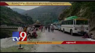 Thousands stranded on way to Badrinath as landslide hits Char Dham route - TV9
