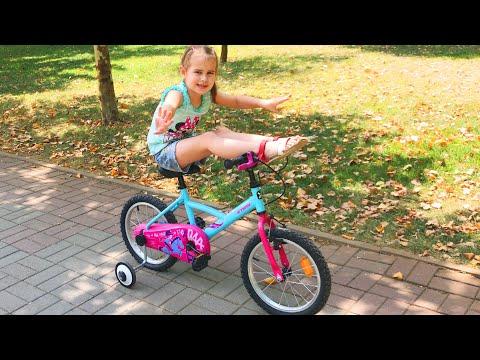 Купили новую куклу ЛОЛ и много игрушек Алина и Юляшка играют на велосипеде