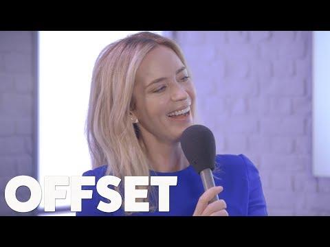 Emily Blunt doesn't understand why her and John Krasinski are relationship goals en streaming