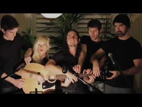 5 people 1 guitar - Somebody That I Used to Know - Gotye - Cover Music Videos