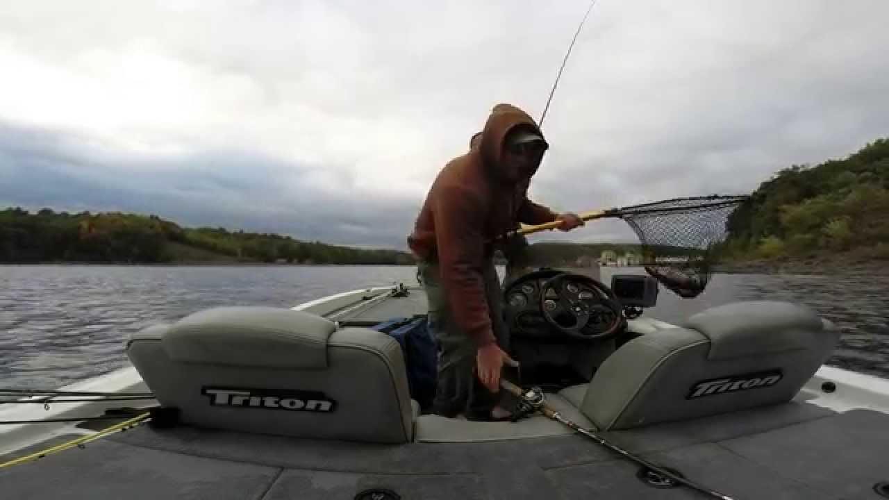 Foul weather fishing lake wallenpaupack youtube for Lake wallenpaupack fishing report