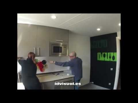 Decoraci n de una cocina con vinilos adhesivos youtube for Cenefas de vinilo para cocinas