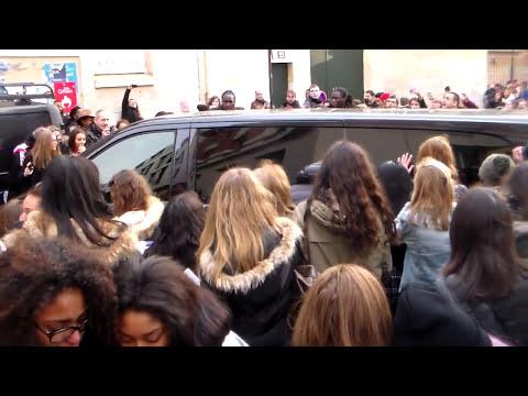 Demi LOVATO and Fans - Paris 21 november 2014 Radio NRJ