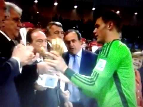 World Cup final 2014: Germany vs Argentina 1-0 Lionel Messi receives the golden glob !!! awards