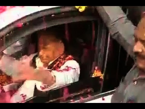 Saifai wears festive look to celebrate Mulayam's birthday