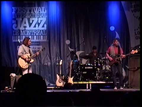 The Bart Walker Band joue Freedom Jazz sur la scène de Blues le 07 juillet 2012