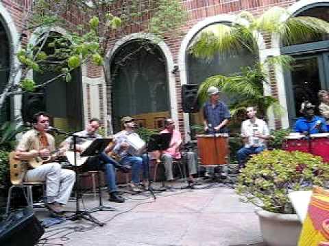 Favela (Roberto Ribeiro) por Samba Society no Fowler Museum, UCLA pt. 2