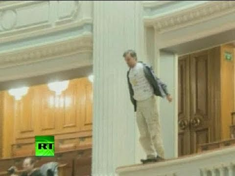  You killed our future : Man throws himself from balcony in Romanian parliament