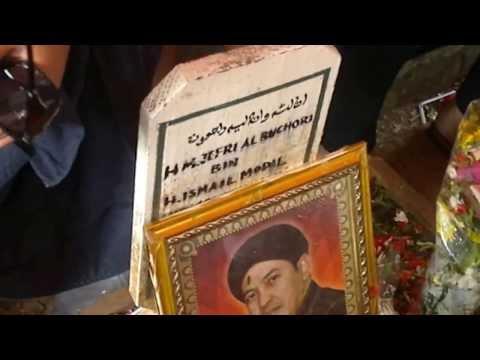 Ziarah Ke Makam Ustadz Jefri Al Bukhori (uje) Di Karet Kebembem video