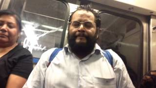 cantante en el metro, fantastic singer in the subway, chanteur fantastique dans le métro...