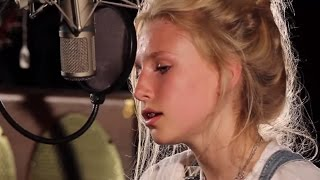 Billie Marten - You Make My Dreams (Cover) - Ont' Sofa Gibson Sessions