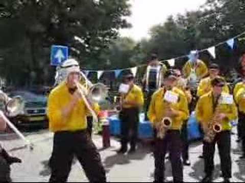 Dweilorkest Dorst - Oerend Hard(Festival Weesp 23-6-'07)