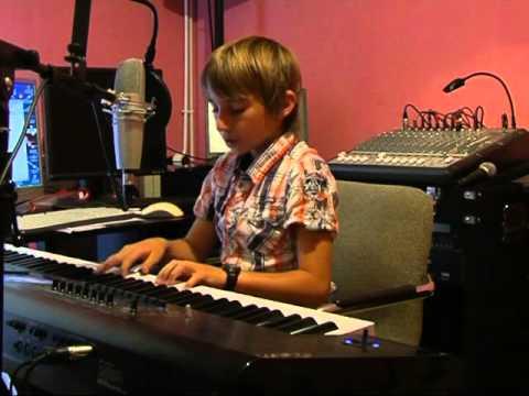 Valentin Bousquet 11 ans -  Ave Maria (piano / voix)