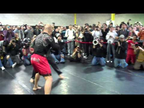 Tito Ortiz training at open workouts for UFC 140 fight with Nogueira Image 1