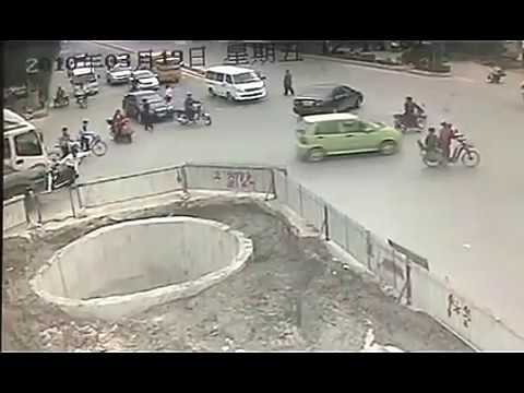 【Total FAIL】Epic Chinese Motorbike FAIL