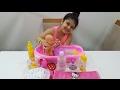 Yağmur oyuncak bebeğine banyo yaptırıyor-bıcı bıcı zamanı-bebek bakım zamanı-kız çocuk oyunları