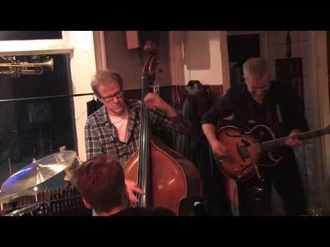 Groovy Jazzguitar Peter Almqvist Trio - Moose The Mooche