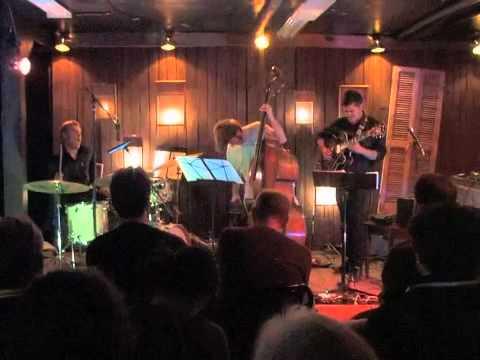 Many Mansions - Alex Pinto Trio