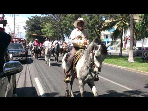 Cabalgata inicio de feria Colima 2014