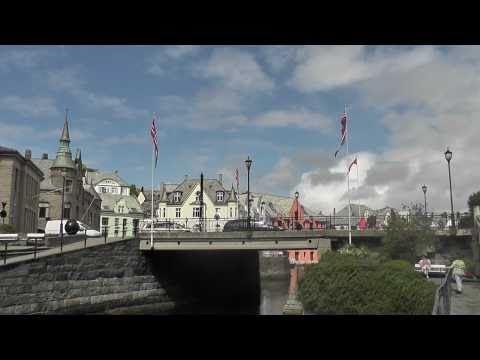 Travel video: Jellyfish and Seagulls at Alesund's canals of Norway in HD