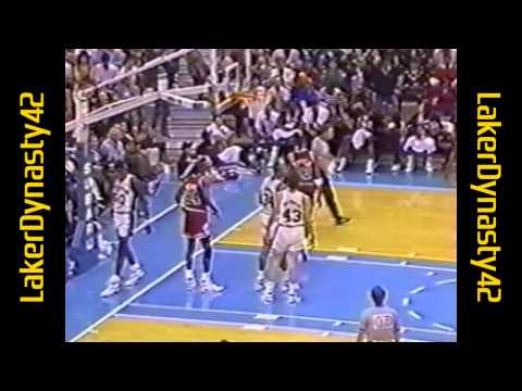 David Robinson 1990: 33pts & 21rebs vs. Chicago Bulls