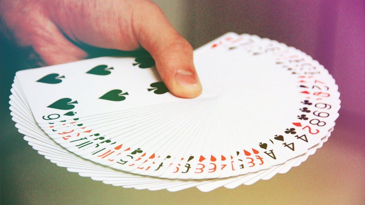 Как сделать веер из карт двумя руками? Карточный веер