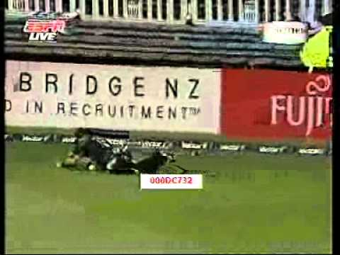 Cricket Funny - Lou Vincent Pants Down!