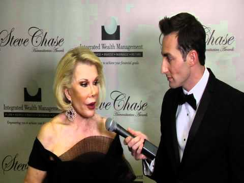 Scott Nevins interviews Joan Rivers on the red carpet (Steve Chase Awards)