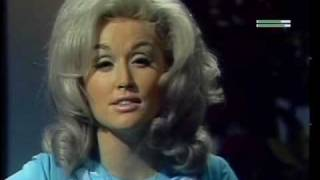 Watch Dolly Parton Chas video