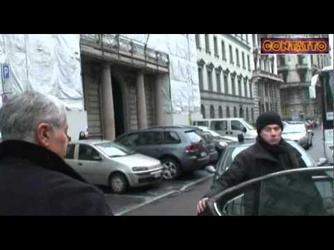 """28/2/2011 Formigoni """"glissa"""" su Nicole Minetti"""