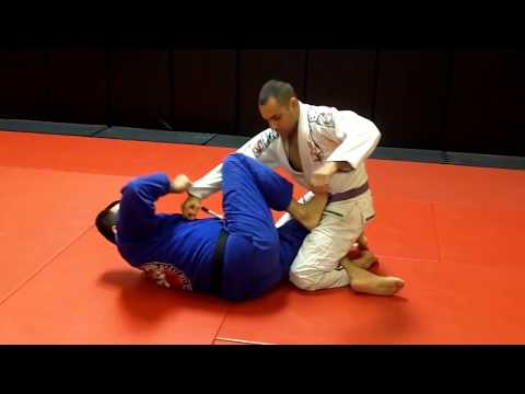Jiu Jitsu Techniques - Half Guard Sweep / Kneebar Image 1