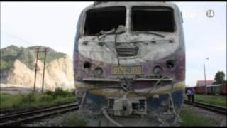 VTC14_Tàu hỏa tông ô tô, lái tàu bị thương nặng_30.07.2013
