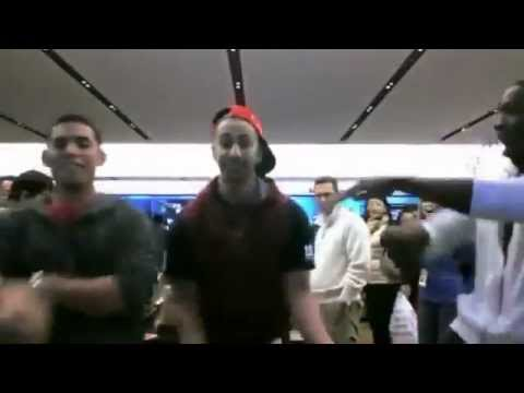 MIDDLE EASTERN APPLE...MICROSOFT STORE DANCE  - arab men