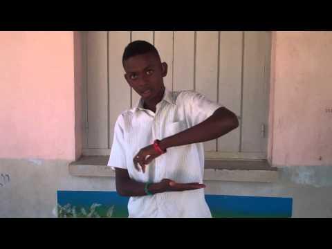 Langue des signes malgache   mandeha  partir marcher2