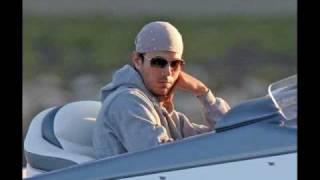 Watch Enrique Iglesias Alive video