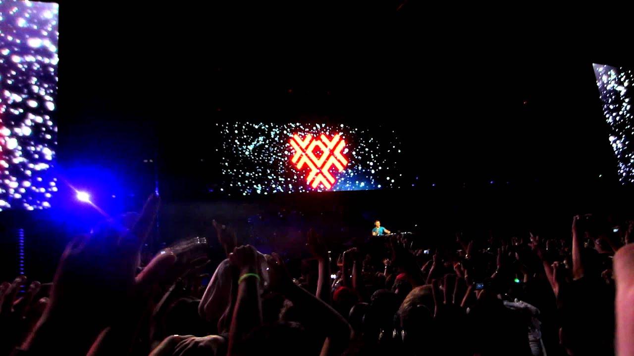 Watch Tisto s 12-Minute Heartfelt Tribute For Avicii At EDC Las Vegas Tiesto college invasion tour photos