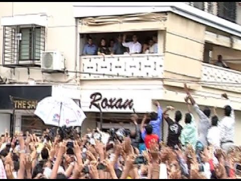 Salman Khan Greets Fans From His House On The Occasion Of Eid 2014. video